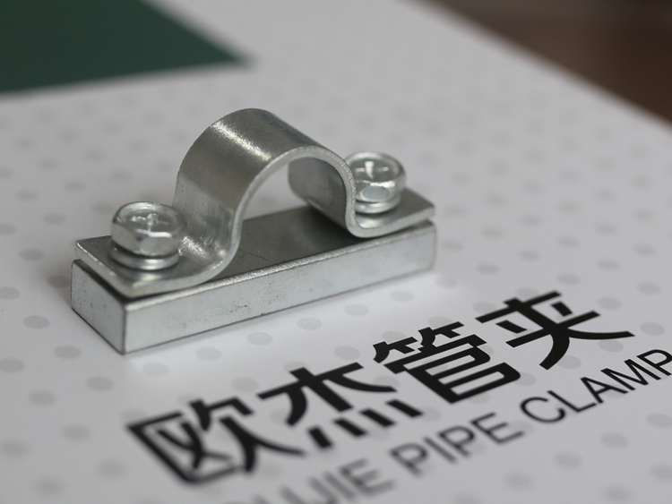 Iron pipe clamp